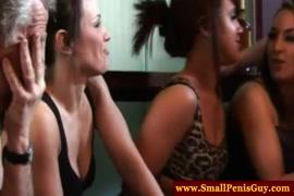 Taxista enganado uma garota escaldante e lindo em deepthroating seu schlong